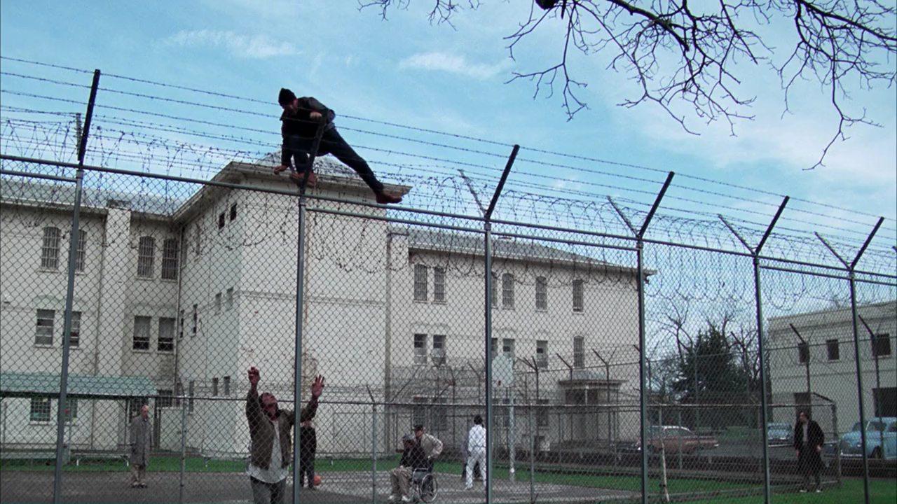 Скачать торрент Пролетая над Гнездом Кукушки 1975