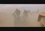 Кадр с фильма Безумный Макс 0: Воин дороги