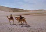 Кадр изо фильма Рожденный на песках