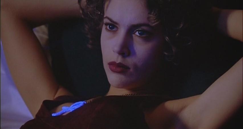 алиса милано в объятиях вампира