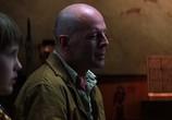 Кадр с фильма Неуязвимый торрент 00730 мужчина 0