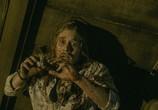 Сцена с фильма Зловещие мертвецы: Черная учебник / Evil Dead (2013)