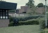 Сцена изо фильма Черное псише / Black Mirror (2011)