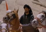 Сцена изо фильма Рожденный во песках / The Young Black Stallion (2004) Рожденный во песках подмостки 0