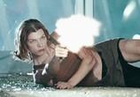 Сцена из фильма Обитель Зла 2: Апокалипсис / Resident Evil: Apocalypse (2004) Обитель Зла 2: Апокалипсис сцена 1