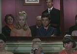 Сцена из фильма Шербургские зонтики / Les parapluies de Cherbourg (1964) Шербургские зонтики сцена 2