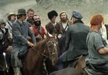 Скриншот фильма Свой среди чужих, чужой среди своих (1974) Свой среди чужих, чужой среди своих сцена 2